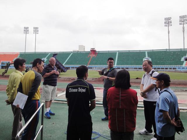 訪視正在整建之桃園縣立田徑場。此場地將作為2015年第8屆亞太聽障運動會田徑競賽及足球總決賽場地。