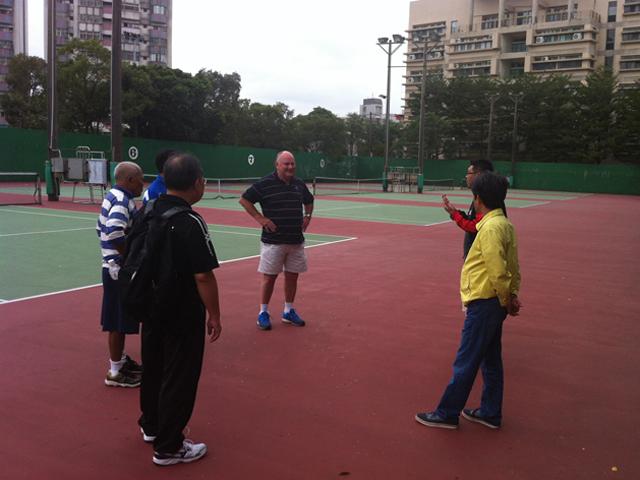 訪視桃園縣立網球場。此場地為2015年第8屆亞太聽障運動會網球競賽暫定場地。