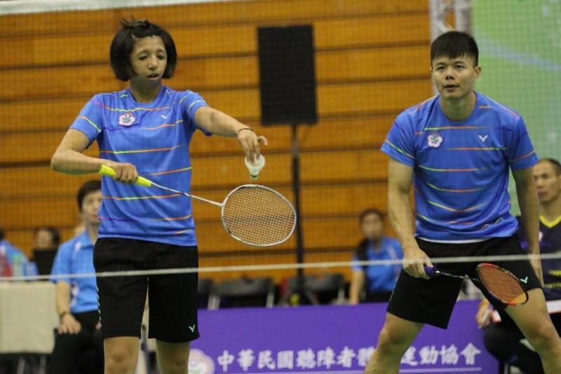 范榮玉(左)及陳忠羿扛起混雙重任。圖/中華民國聽障者體育運動協會提供