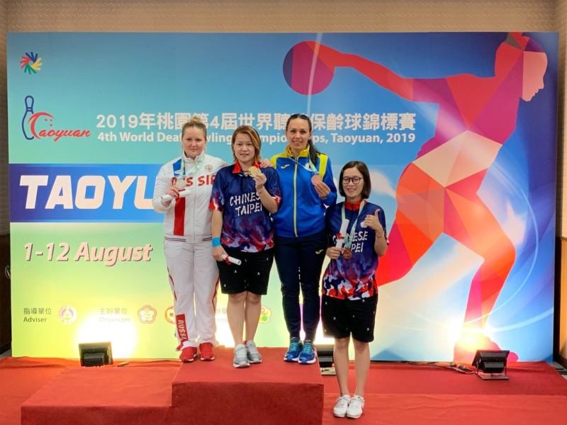 林香孜(左二)和林雅琴(右一)女子個人賽為地主留下一金一銅。圖/中華聽障者體育運動協會提供
